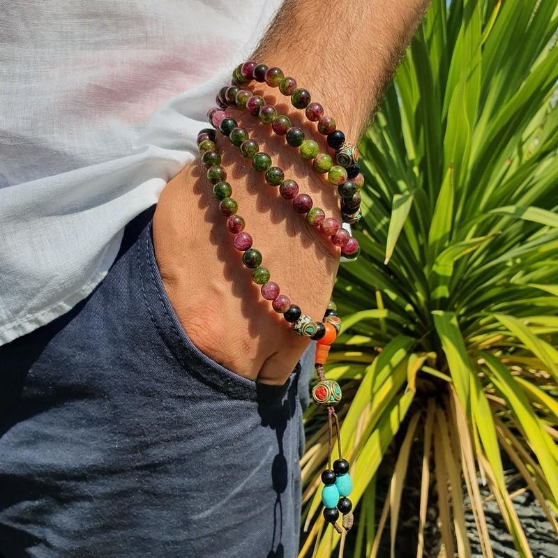 Collier mala tibétain en perles d'onyx multicolores