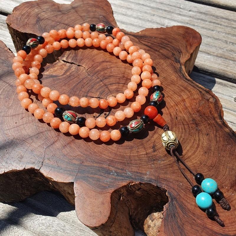 Collier mala tibétain en perles d'onyx orange