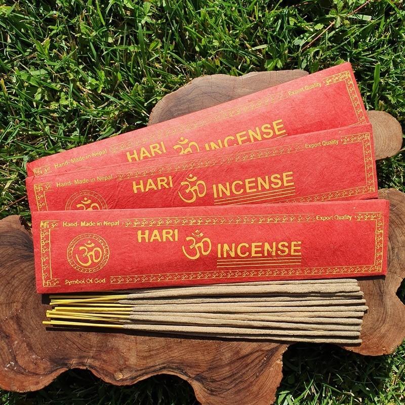 Hari - 15 bâtonnets d'encens népalais roulés à la main