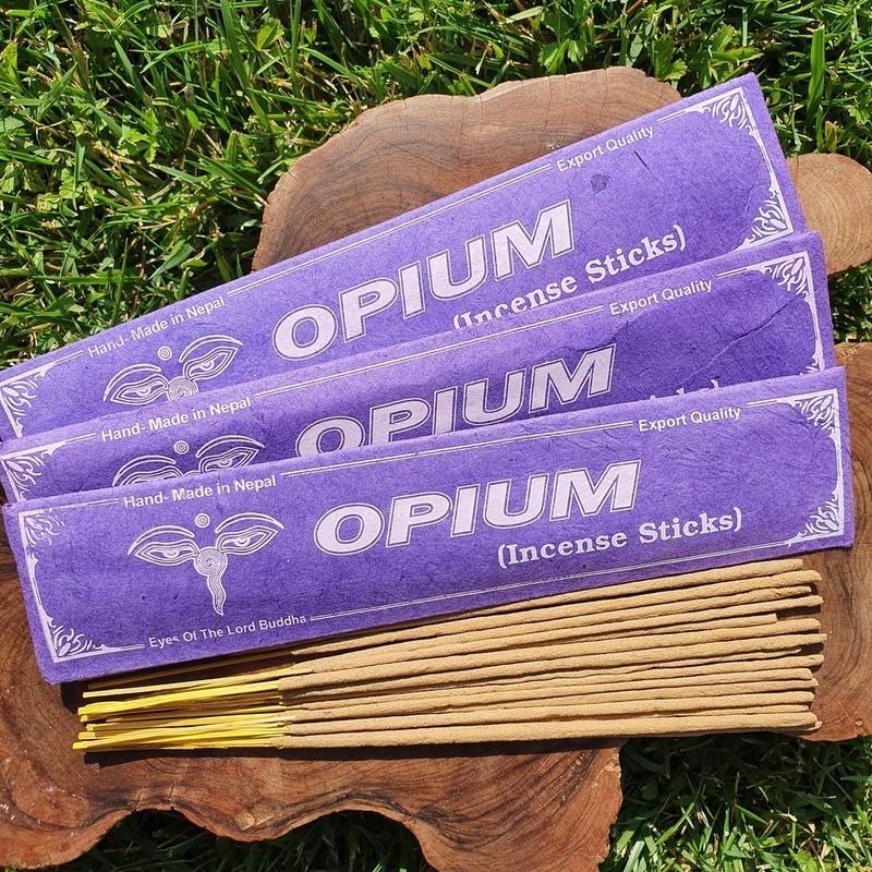 Opium - Encens opium en bâtonnets roulés à la main au Népal