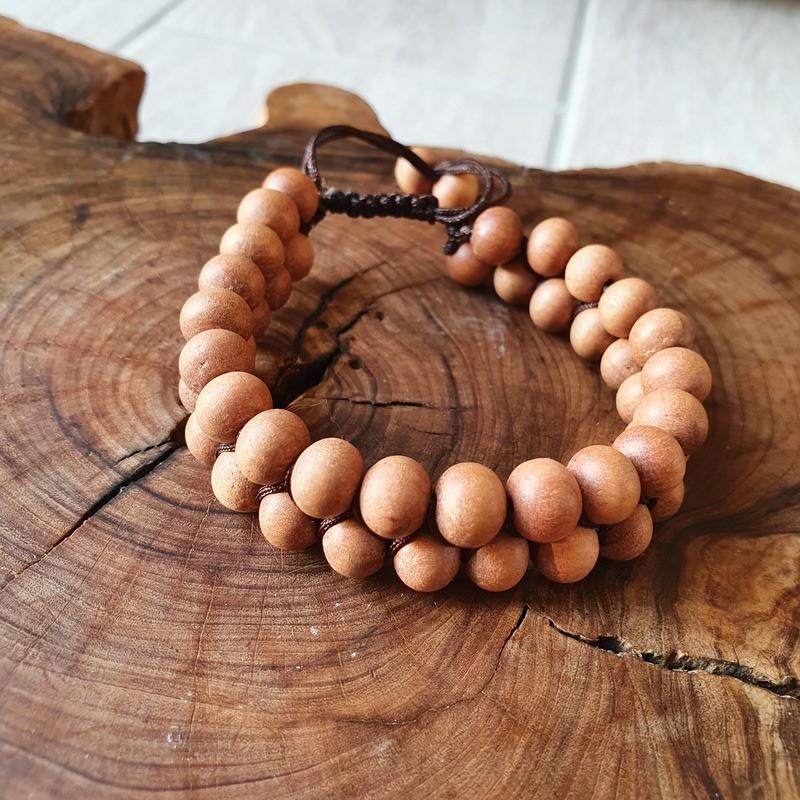 Bracelet shamballa en perles de bois de santal