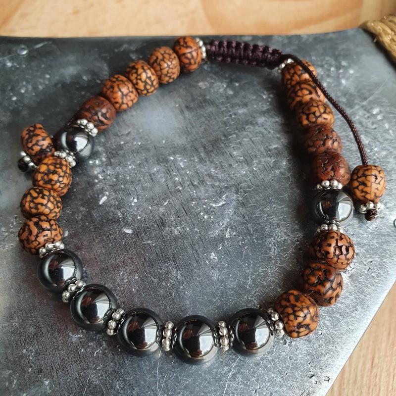 Bracelet mala tibétain en pierre hématite et graines de rudraksha