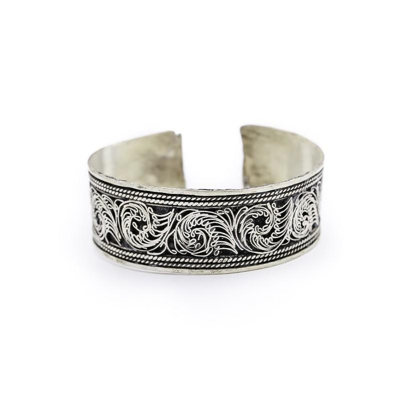 Bracelet tibétain aux motifs entrelacés en métal argenté