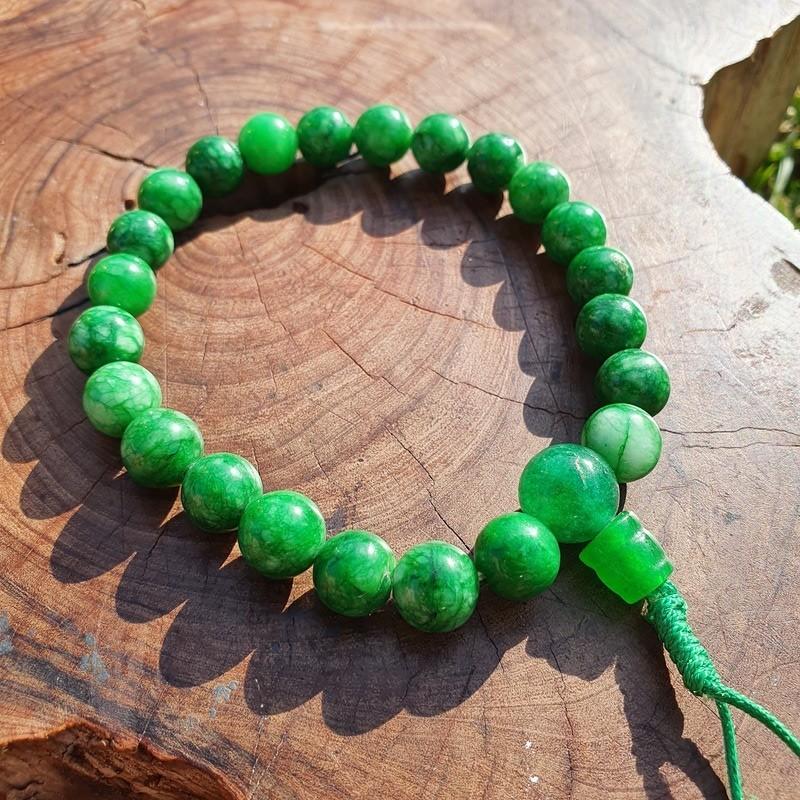 Bracelet mala tibétain en jade vert clair